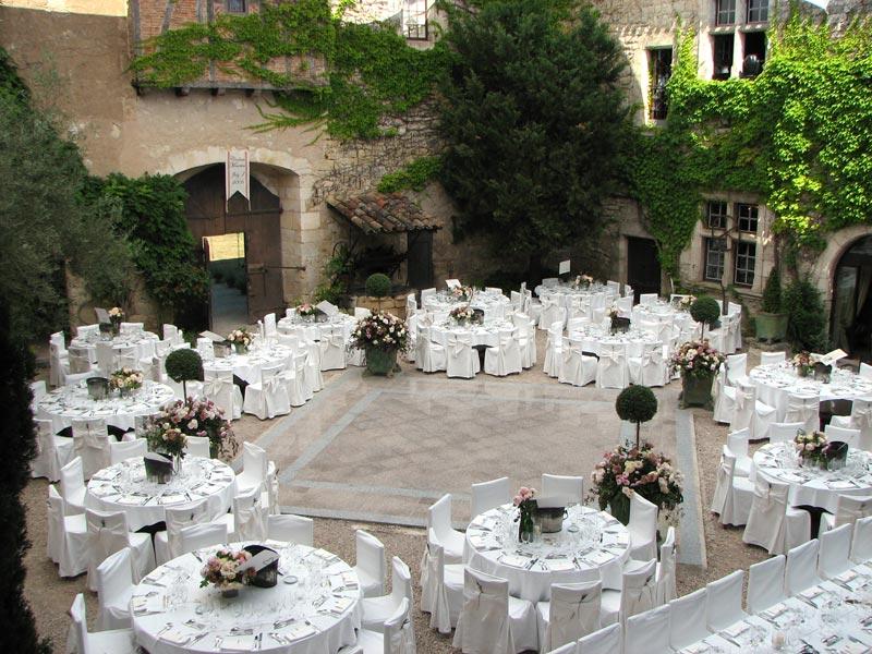cour-mariage-chateau-mauriac