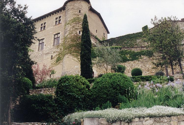 jardin-chateau-de-mauriac-1